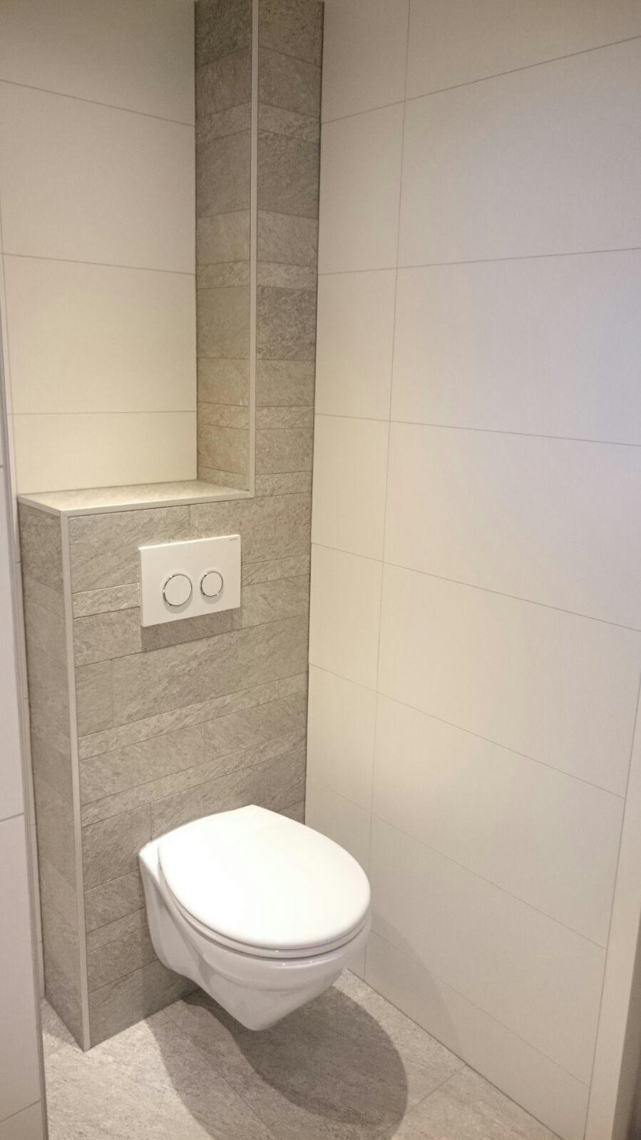 Badkamer Met Inloopdouche En Hangend Toilet